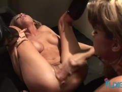super hot blondes love to fuck a single guy together