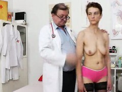 Extraordinaire slender cockblowers spreads her gams for the gynecologist