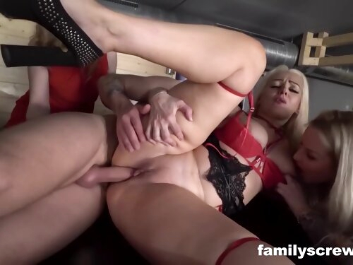 Looking For Cock In All The Wrong Place - Daphne Klyde And Jarushka Ross